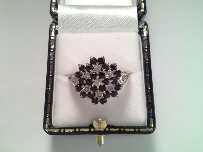 Online veilinghuis Catawiki: Cocktail ring geel en wit goud met saffier en diamant