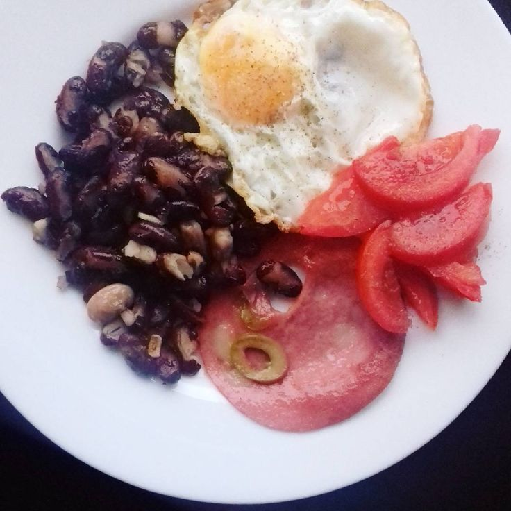 "12 Likes, 1 Comments - Lory G (@loryartcravings) on Instagram: ""Breakie. Egg,  redbeans, mortadella and tomato. #tomato #ryebread #egg #breakfast #redbeans…"""