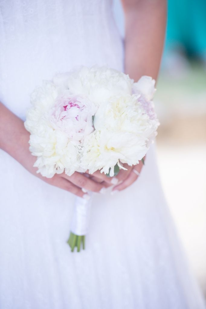 Simple and elegant! #whitepeonias #bridalbouquet