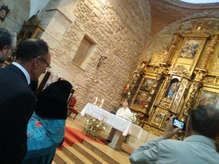 Iglesia de Bogajo Salamanca, en la misa en honor a la Virgen del Rosario,