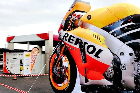 Poland - based leader in automated parcel machines - InPost - has announced a partnership with the Italian-Spanish Repsol, owner of a petrol station network covering 29 countries. Under the agreement InPost will install parcel lockers in Italy.