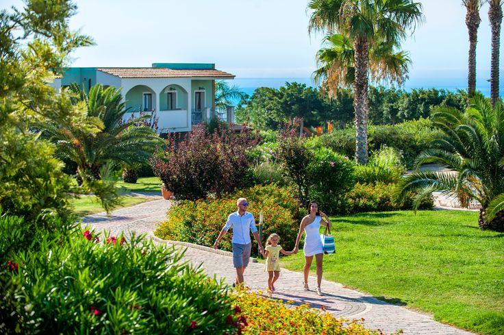 Il Serenusa Village è un villaggio 4 stelle, direttamente sulla spiaggia di Licata (Agrigento), a 42 km dalla suggestiva Valle dei Templi, in una terra dal patrimonio storico e naturalistico tra i più ricchi al mondo. Il villaggio si estende su una terrazza naturale a 15 mt sul livello del mare.