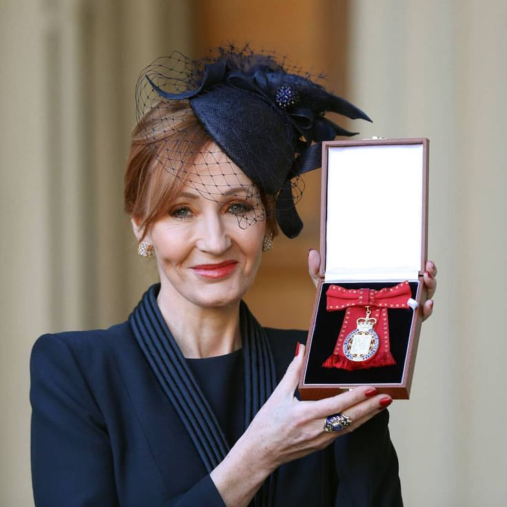 """""""To be included in the distinguished and diversely talented company of the other Companions of Honour, especially as a female writer, is a particular privilege."""" Congratulations to author JK Rowling who today was invested as a Member of the Order of the Companions of Honour for her services to literature & philanthropy. The Order of the Companions of Honour was founded in 1917 by George V and is given to those who have made a major contribution in their field. The members, ofwhich there…"""