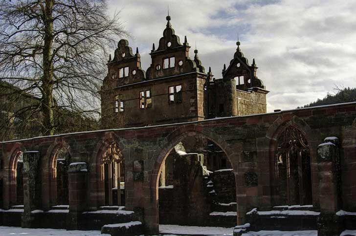 Monasterio del siglo 15 en el Bosque Negro en Alemania
