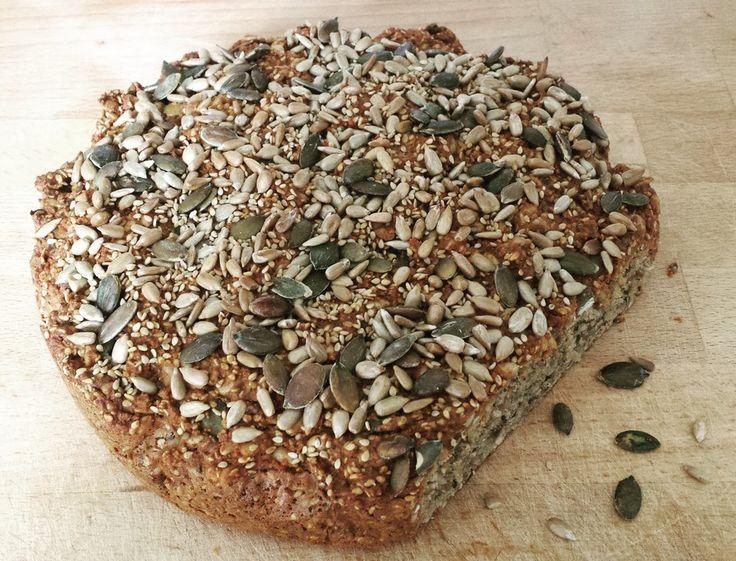 Bestes Eiweißbrot der Welt, ein schönes Rezept mit Bild aus der Kategorie Backen. 94 Bewertungen: Ø 4,4. Tags: Backen, Brot oder Brötchen, Vollwert