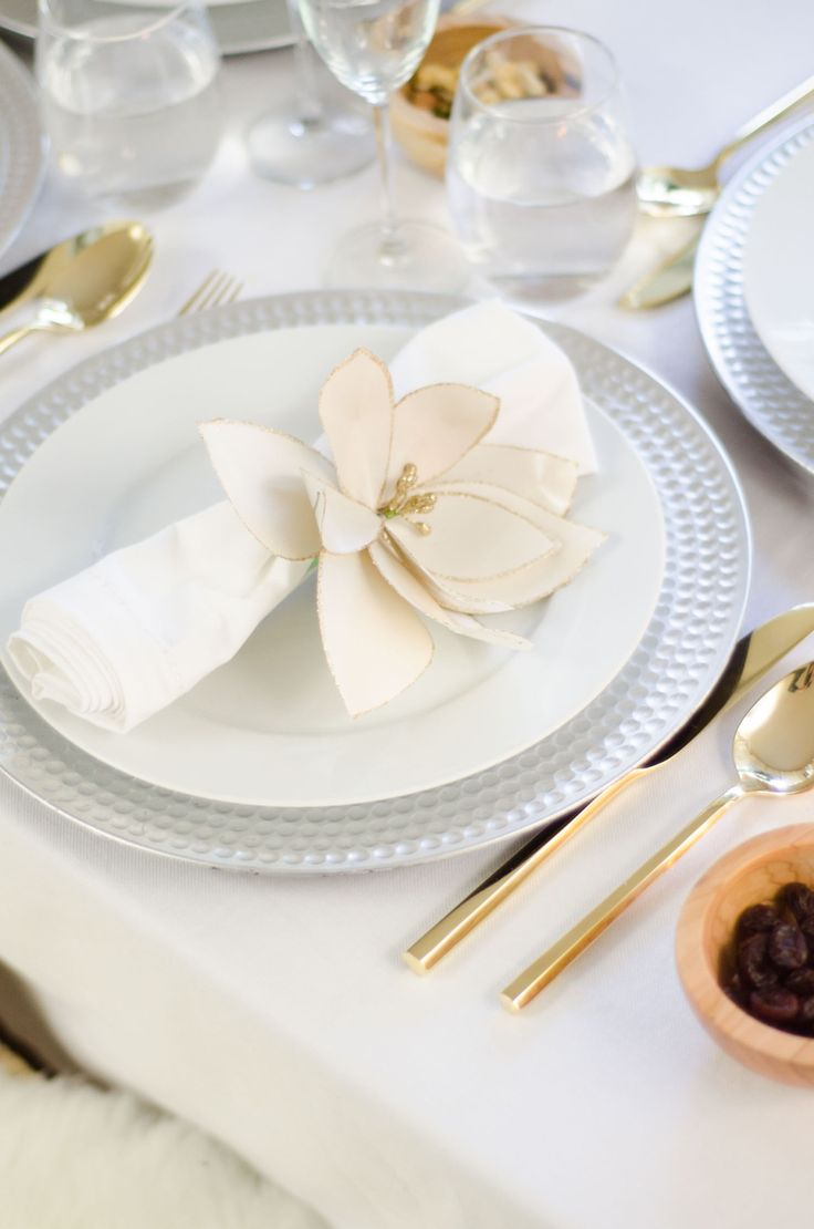 Unique holiday table ideas silver and gold