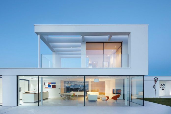 stephenson STUDIO designed the Cefn Castell residence to maximize the panoramic views of the Cardigan Bay - CAANdesign | Architecture and home design blog