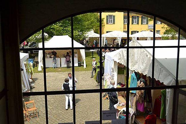 """Textilmarkt """"Tuchfühlung"""" Schloss Lüntenbeck, D-42327 Wuppertal, Nordrhein-Westfalen/ NRW, 05.05.-08.05.2016"""