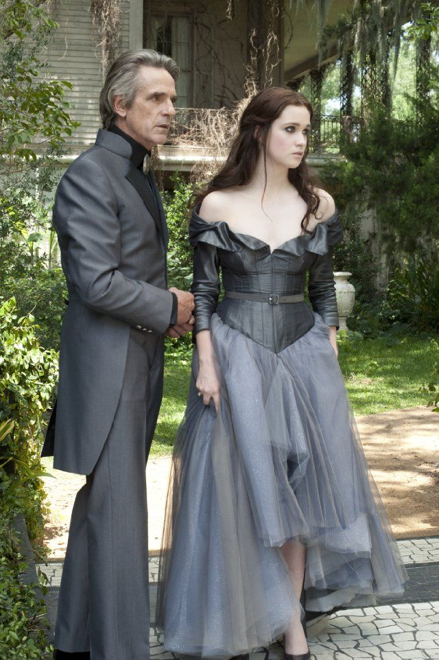 Still of Jeremy Irons and Alice Englert in Beautiful Creatures