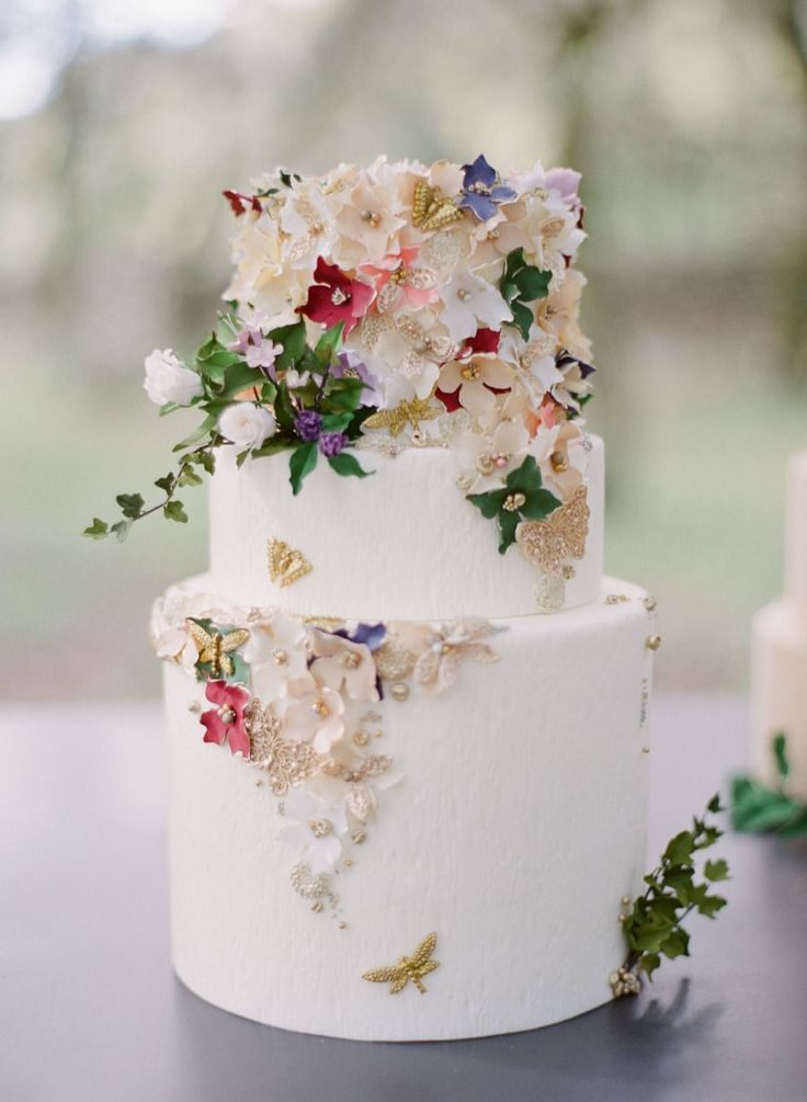whimsical floral gold wedding cake | Photography: Greg Finck #goldweddingcakes
