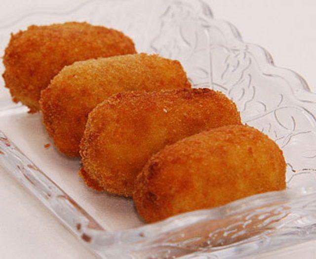 Necesitamos    www.alacartaparados.es     100 gramos de mantequilla  100 gramos de harina  1/4 de cebolla  1 puerro pequeño  200 gramos de ...