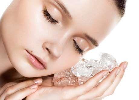 Tratamento Facial com Gelo para Rejuvenescer a Pele. Faça JÁ!