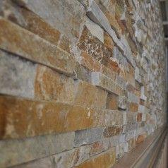 Natuursteenstrips met een gouden tintje. Kleurnuances: geel, wit, bruin en grijs. Steenstrips van puur Natuursteen geschikt voor keuken, woonkamer, kantoor, badkamer, gevels en wanden!