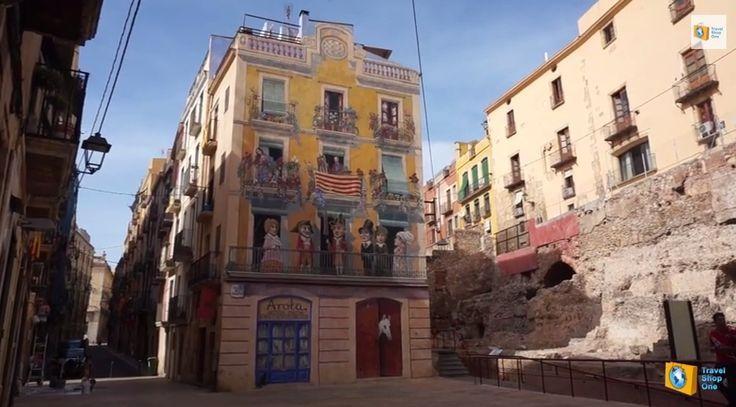 Разукрашенный фасад в городе Таррагона в Старом городе на сайте http://travelshop1.com/tarragona/