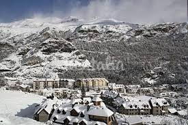 FORMIGALEstá formada por la urbanización anexa a la estación de esquí Aramón Formigal, a escasos kilómetros de la frontera con Francia, a donde se accede a través del puerto del Portalet.