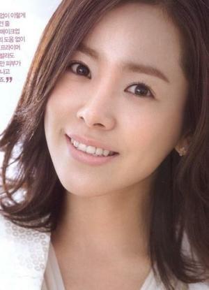 Han Ji Min / 한지민 beautiful and innocent.