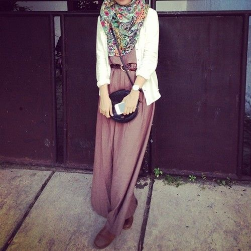 Maxi dress with a scarf and cardigan