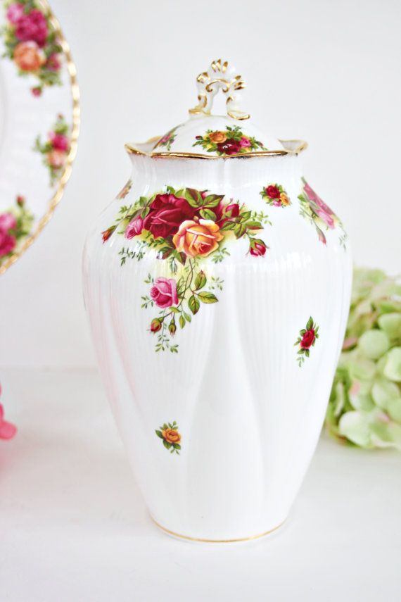 Hey, I found this really awesome Etsy listing at https://www.etsy.com/au/listing/272418180/royal-albert-old-country-roses-chelsea