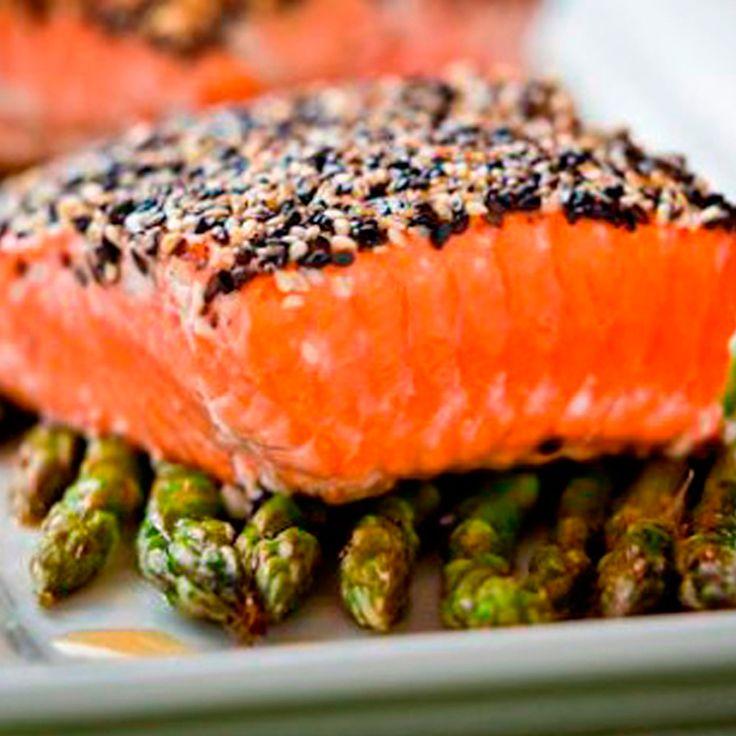 Chile es actualmente el primer exportador de salmon a nivel mundial, un pez muy apetecido por sus caracteristicas organolepticas. El salmon es, ademas, una fuente importante de acidos grasos poliinsaturados de cadena larga omega-3, particularmente de acido eicosapentaenoico (20:5, EPA) y de acido docosahexaenoico (22:6, DHA). El consumo de EPA se asocia con la proteccion de la salud cardiovascular debido a que ejerce efectos hipotrigliceridemicos, hipocolesterolemicos y antiinflamatorios. El…