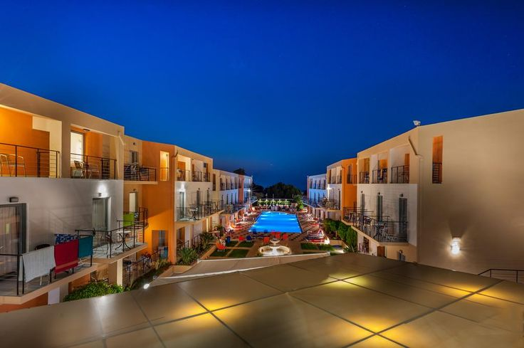 Sunrise Village Hotel - All Inclusive || Sunrise Village Hotel is situated a few meters from the sandy beach of Platanias, only 10 km from Chania on the highway to Kastelli.