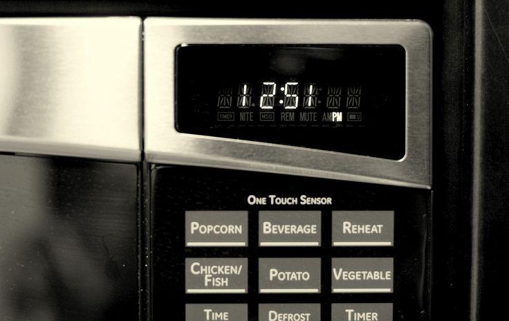 14 usos que desconocías del microondas. Además de cocinar, este popular electrodoméstico también tiene varios usos domésticos. Descubre otros trucos para facilitarte la vida diaria