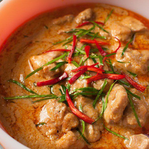 Try this simple lighter curry recipe with a variety of spices, ginger, tomatoes and almond flakes and flour.