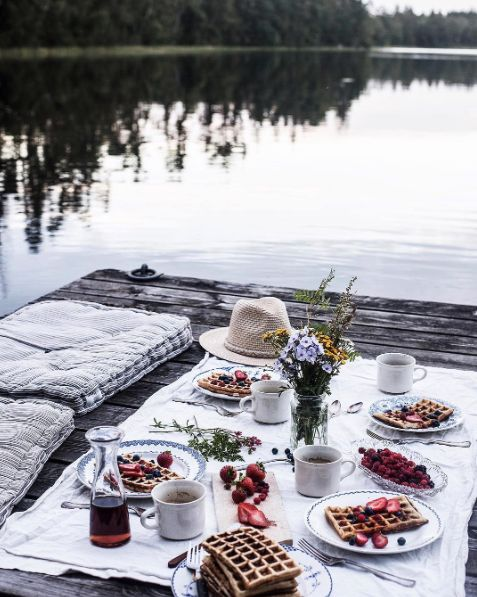 Sundays are for picnics, and @signebay sure knows how to do it right!  What's your favorite picnic set up? #EntertainBeautifully
