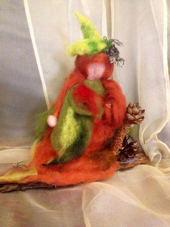 Fata foglia sottobosco  in lana cardata e fiaba di CreazioniMonica