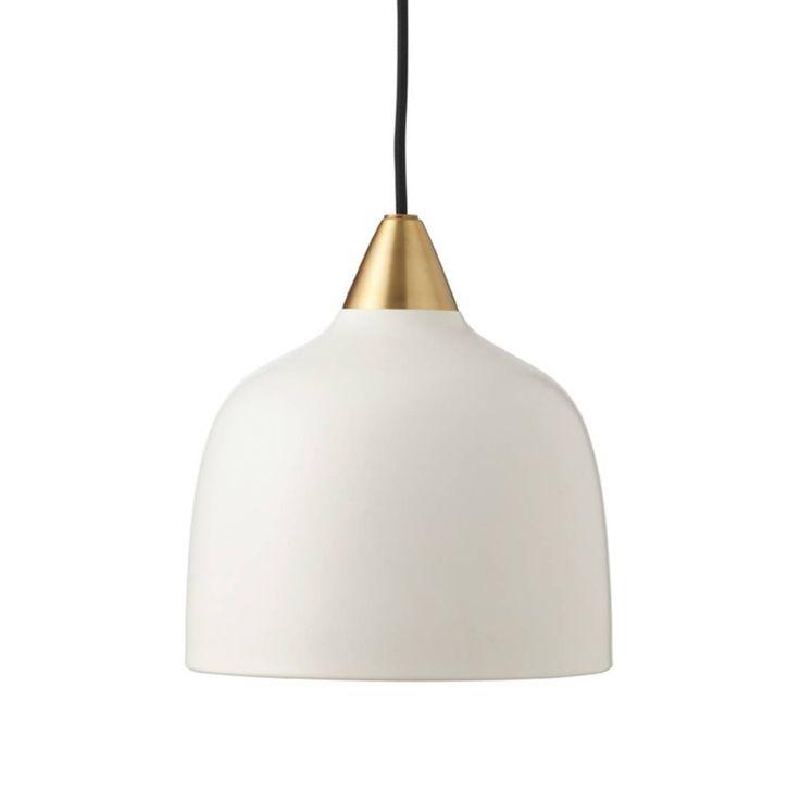Lampa Wisząca z kolekcji Urban składająca się z rozety sufitowej, kabla pokrytego czarną tkaniną utrzymującego klosz lakierowany na matowy kolor, Urban jest ozdobiona elementami ze szczotkowane...