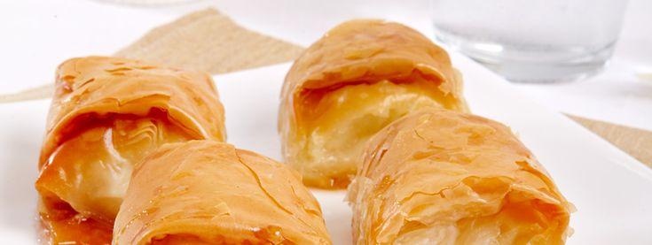 Γαλακτομπουρεκάκια με κρέμα γιαουρτιού