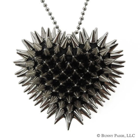 I so want this WHOEVER Finds this necklace for me will get a FLYING CATFISH... so yea go find the necklace