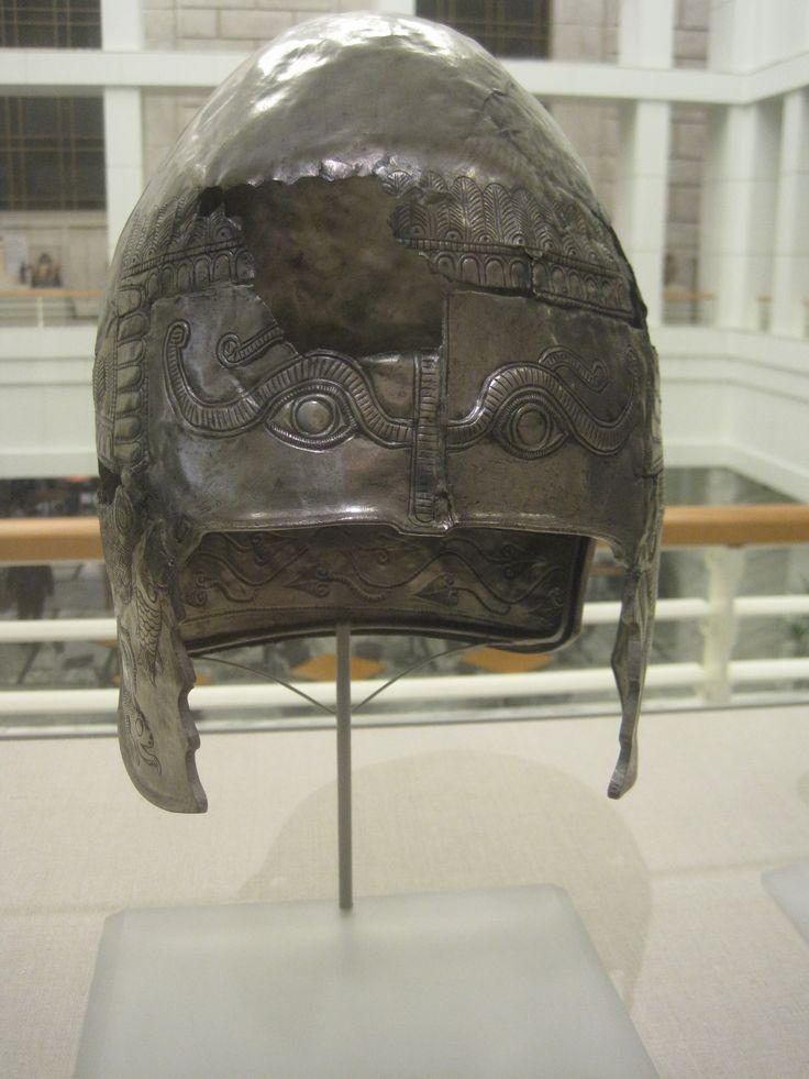 Pomul vieţii sub forma bradului, reprezentat pe coiful de paradă din argint, aflat în prezent la Institutul de Artă din Detroit, parte a tezaurului de la Craiova, datat în secolul IV î.e.n.