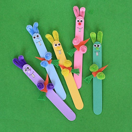 Time for an Easter or springtime puppet show using these colorful craft stick bunny rabbits.