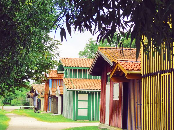Les Pavés Bordelais http://www.lespavesbordelais.fr/2013/07/le-petit-port-colore-de-biganos/