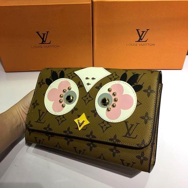 Lv Louis Vuitton Coklat Muda Burung Hantu Mata Putih Pink Abu-Abu harga Rp 750000 #sepatuketskeren #sepatuketsmurahbo #sepatuwanitaunik #sepatuformalbootswanita #sepatukerenmedan #sepatuonlineterpercaya #sepatuoriginalsupermurah #sepatumurahimport2 #sepatugayaasli