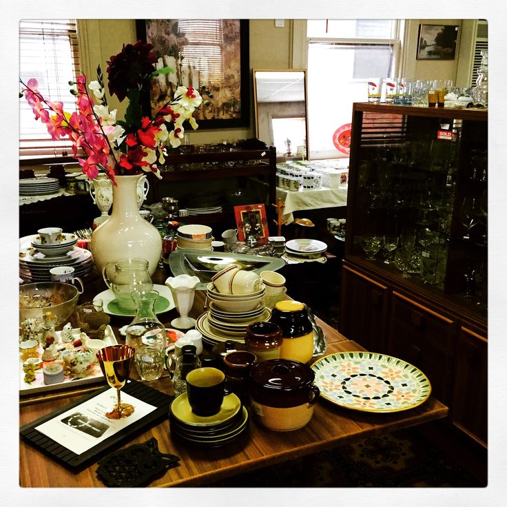 The Argyle Shop, Hamilton - The Argyle Shop is an enterprise of the local Uniting Church, who have taken over one of the empty old pubs in town and given it a new lease on life as an op shop. It is a bustling store full of china, glassware, appliances and furniture. My Aunt introduced me to Liz who often points out to visitors the best buys and has a sharp eye for quality.