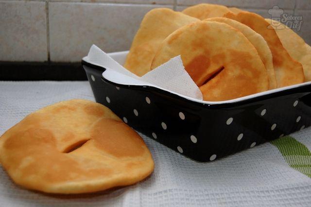 Si hay algo que puede transformar la sensación de 'bajón' de un día gris y lluvioso, son las tortas fritas. Nada más rico y tradicional que unas tortas fritas caseras para levantar el ánimo y mimar a