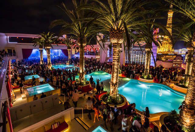15 Vegas Rooftop Bars With Breathtaking Views Las Vegas Hotels Las Vegas Night Clubs Best Rooftop Bars