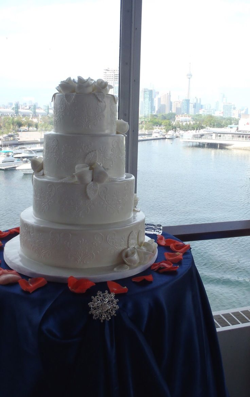 High Gloss Weddings - Ontario Wedding planner - www.highglossweddings.com -- weddings@ highglossweddings.com -- Toronto, Ontario - Atlantis Pavilions - wedding day - navy and coral - white cake