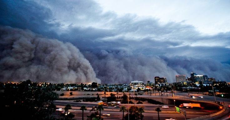 O caçador de tempestades Mike Olbinski, 39, tem fotografado fenômenos climáticos extremos no sul dos Estados Unidos.