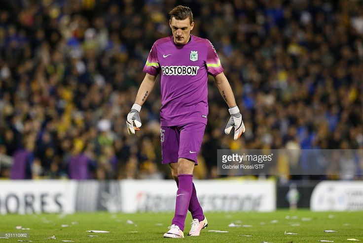 Franco Armani goalkeeper of Atletico Nacional looks on during a first leg match between Rosario Central and Atletico Nacional as part of quarter finals of Copa Bridgestone Libertadores 2016 at Gigante de Arroyito Stadium on May 12, 2016 in Rosario, Argentina.