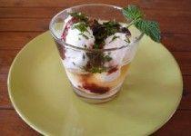 Γρανίτα λεμόνι σε κρύο τσάι λουίζα και μαρμελάδα κεράσι