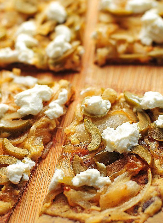 Hummus Olive Goat Cheese Flatbread Recipe | http://shewearsmanyhats.com/hummus-olive-goat-cheese-flatbread-recipe/