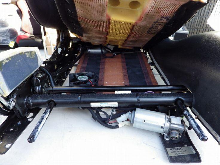 右ハンドル車の乗降時の 攻撃を受けた部分を修理しました。