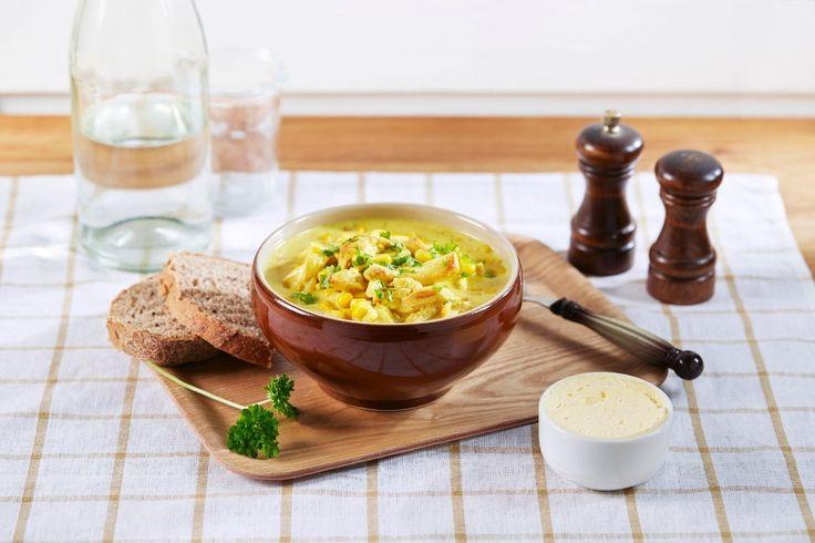 Oppskrift på hjemmelaget suppe med kylling og nydelig smak av karri og spisskummen.