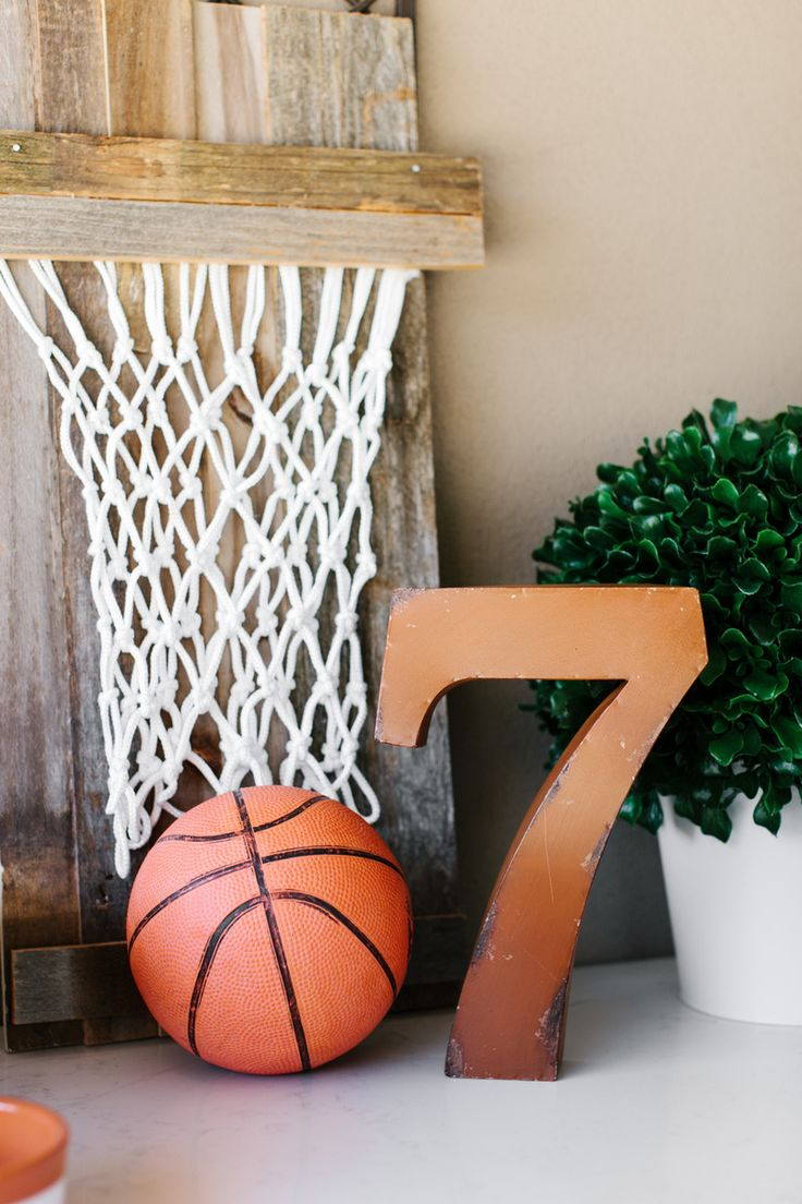 Basketball Party Ideas by The TomKat Studio featuring @digiorno pizza! Rise to the occasion with our party decor ideas, delicious recipes and FREE Printable Basketball Party Designs! #basketball #party #tomkatstudio #digiornopizza #sponsored