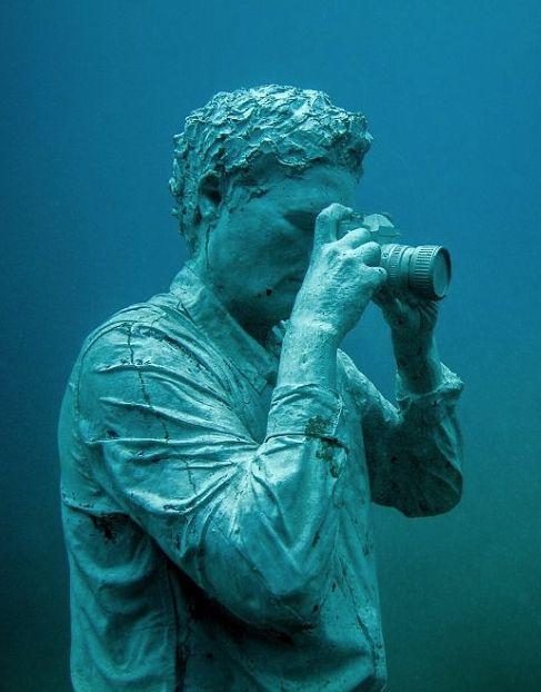 Se você é do tipo que gosta de visitar todos os museus de uma cidade quando viaja, é bom colocar logo esta novidade na sua lista. É que a Europa acaba de ganhar o seu primeiro museu de arte embaixo d'água.