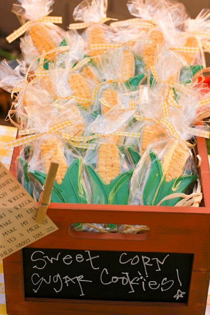 Corn on the Cob Sugar Cookies - Farm Themed Wedding - lots of great ideas in this post!