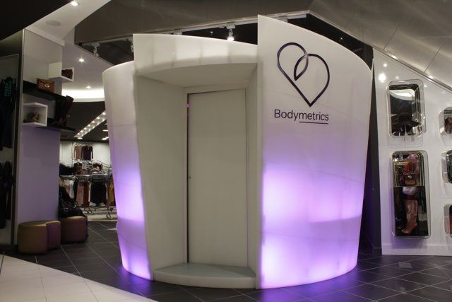 Bodymetrics launches world's first retail full 3D body scanner http://www.ubergizmo.com/2011/10/bodymetrics-full-3d-body-scanner/