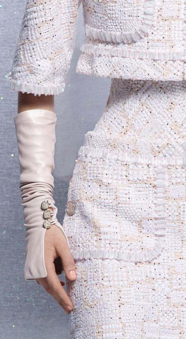 Here is a close up view of the Chanel Couture top. Its interesting to note the weight of the fabric, the heavy woven tweed wouldn't seem to be comfortable so close to the body. Perhaps this garment was constructed on top of a corset, giving it its shape, allowing it to stay upright and so close to the body, as well attaching the top of the garment and giving it that overhang look.